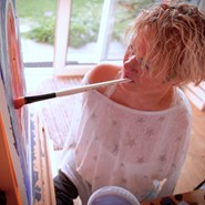 Alison Lapper painting at home. Image: www.mfpa.uk